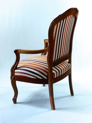 fotel po renowacji drewniany